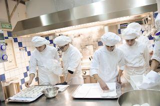 """Al """"San Paolo"""" di Sorrento lo chef bistellato di Costanzo per una cena rifiuti zero"""