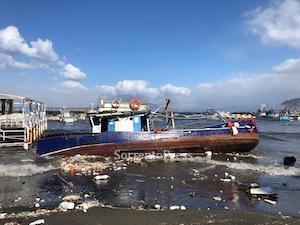 Sorrento: Pescatori rischiano la vita per la loro barca – video –
