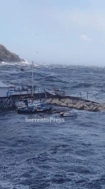 Pasquetta con allerta meteo per vento e mare in costiera sorrentino-amalfitana
