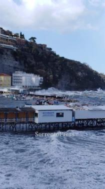 Allerta vento e mareggiate in costiera Sorrentino-Amalfitana
