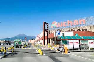 La coppia di Sorrento arrestata per furto all'Auchan aveva già rubato il calice in una chiesa