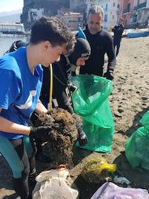 A Sorrento studenti a confronto con esperti per salvare il mare e le acque