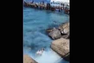 Sversamento nel mare di Sorrento, attacco di Borrelli – video –