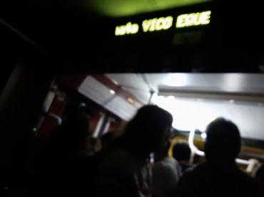Eav, treni stipati ed al buio per la gioia dei borseggiatori