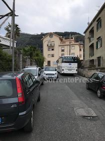 Bus nella zona collinare di Sorrento. M5S: Politici assoggettati alle lobby
