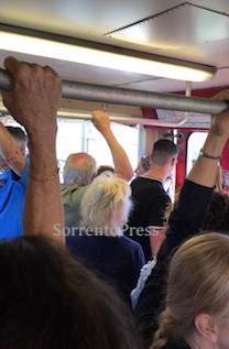 Campania Express soppresso, ressa sui treni Eav