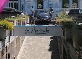 Finisce con l'auto nelle scale per la Marinella – video –