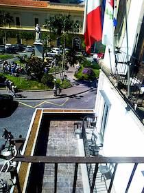 Balcone del ristorante nel Municipio di Sorrento, interrogazione parlamentare M5S