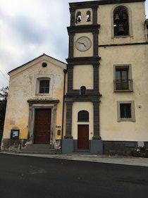Infastidisce i villeggianti, stop ai rintocchi dell'orologio del campanile di Torca