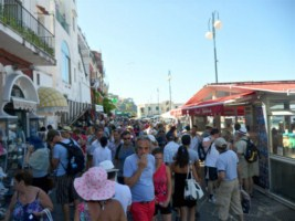 Capri. Atti osceni davanti ai turisti, straniero denunciato