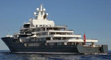 Nel mare di Sorrento arriva il maxi yacht Ulysses
