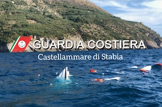 Un'altra barca affonda tra Punta Campanella e Capri, salvi in 9 tra cui due bimbi – foto –