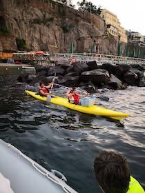 Caccia alla Plastica in Kayak nel mare di Sorrento