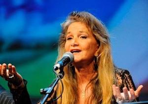 """Clara Serina la cantante di """"Lady Oscar"""" presenta """"Che avventura!"""" e confessa """"amo Sorrento"""""""