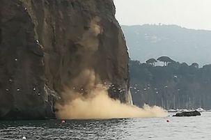 Frana sulla costa di Piano di Sorrento, scatta il divieto