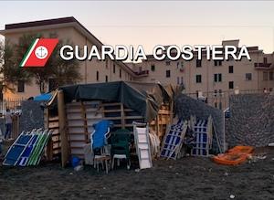 Blitz all'alba, smantellati lidi abusivi a Castellammare di Stabia