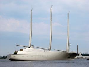 Nel golfo di Napoli il più grande yacht a vela del mondo