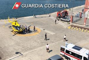 Operazione di soccorso di neonato con eliambulanza al porto di Castellammare