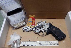 Pistola e droga, un arresto a Piano di Sorrento – foto –