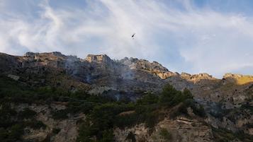 Incendio a Tordigliano, in salvo bagnanti bloccati sulla spiaggia