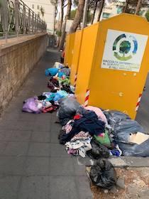 A Sorrento ferma la raccolta degli abiti usati