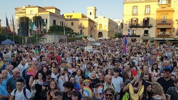Sorrento pride: Una marea arcobaleno colora la città – foto e video –