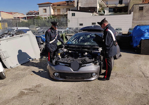Auto rubate a rivendute a pezzi in provincia di Napoli – video –
