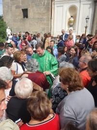 Il saluto della comunità di Trinità di Piano di Sorrento a don Marino De Rosa – foto –