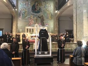 Per due giorni esposto a Napoli il saio delle stimmate di Padre Pio