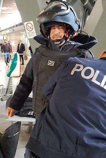 Artificieri in azione alla stazione di Napoli Centrale – foto –