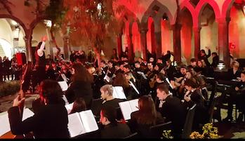 """Concerto dei ragazzi del Liceo """"Grandi"""" al Chiostro di San Francesco di Sorrento"""