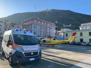 Ustionato grave trasferito in eliambulanza dal porto di Castellammare