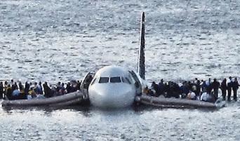 Soccorso ad aereo ammarato nel golfo di Napoli, questa mattina esercitazione della Guardia Costiera