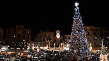Accese le luminarie, al via gli eventi natalizi di Sorrento