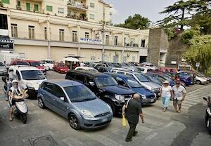 Sorrento: Parcheggio per residenti al rione Santa Lucia