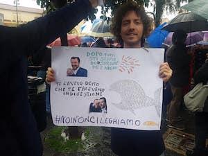 Salvini a Sorrento, la protesta pacifica e ironica dei fravagli