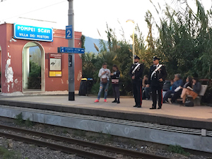 Rapina smartphone su treno Eav Sorrento-Napoli, arrestato