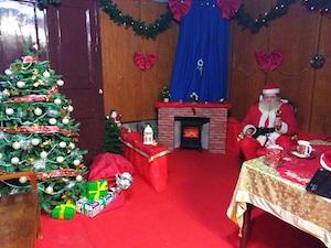 A Piano di Sorrento viaggio in trenino per la casa di Babbo Natale
