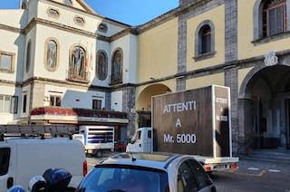"""""""Il manifesto contro Mr. 5000 è mio"""". Singolare denuncia a Sorrento"""