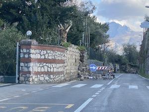 Danni del maltempo a Sorrento, ordinata messa in sicurezza muro via Capo e tetto del Conservatorio delle Grazie