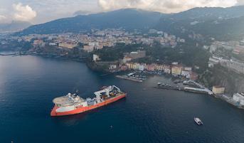 Completata la posa del cavo sottomarino per la nuova linea elettrica Sorrento-Capri