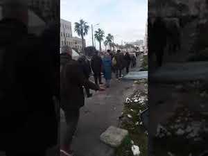 Rifiuti accolgono i turisti a Napoli, denuncia dei tour operator – video –
