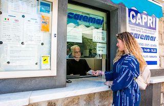 A rischio chiusura la biglietteria Caremar di Sorrento
