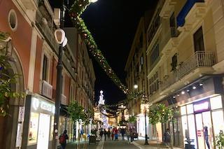 Sul corso Italia di Sorrento si passeggia a ritmo di musica