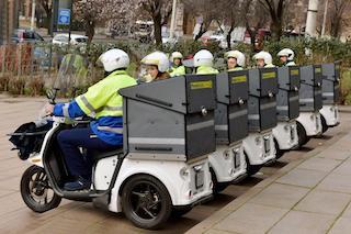 Svolta green di Poste Italiane, scooter a basse emissioni e mezzi elettrici a Napoli e provincia