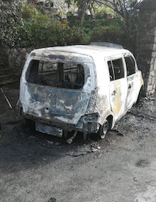 Si incendia auto sulla Sorrento-Massa Lubrense, nessun ferito