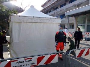 Da Fondazione Sorrento e Comune una tenda pre-triage per l'ospedale
