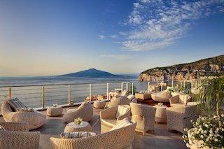 Costiera sorrentina. Riapre il Vista Sky Bar dell'hotel Mediterraneo