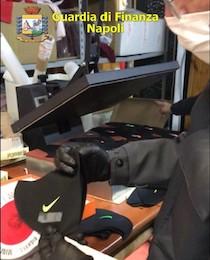 Mascherine con false griffe, sequestrata fabbrica nel Napoletano