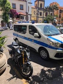 Controlli a tappeto della polizia municipale a Sorrento